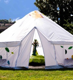 'Arnold's Big Adventure', set in a custom-built bell tent, toured 2014-16. Photography by Kai Taylor.
